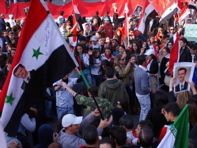 Solidarität mit ihrem Präsidenten: Pro-Assad Anhänger auf einer Demonstration in Damaskus. Foto: Sana