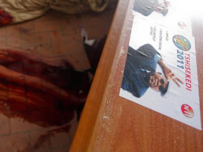 Blut im Parteihauptquartier des kongolesischen Oppositionsführers Etienne Tshisekedi: Am Samstag sind bei gewaltsamen Zusammenstößen im Kongo mindestens zwei Menschen ums Leben gekommen. Foto: Dai Kurokawa
