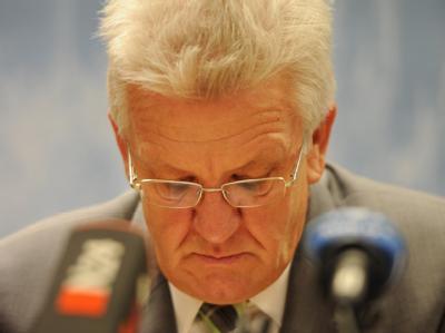 Bei Stuttgart 21 gescheitert: Der baden-württembergische Ministerpräsident Winfried Kretschmann während einer Pressekonferenz zum Ausgang der Volksabstimmung. Foto: Franziska Kraufmann