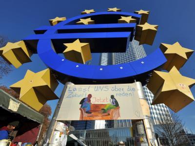 Die Euro-Skulptur steht im Zentrum des Protest-Camps von