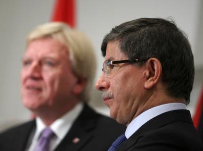 Volker Bouffier und Ahmet Davutoglu