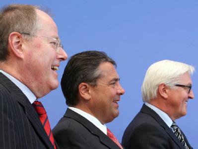 Peer Steinbrück, Sigmar Gabriel und Frank Walter Steinmeier (v.l.) gelten derzeit als Favoriten für die Kanzlerkandidatur. Foto: Stephanie Pilick/Archiv