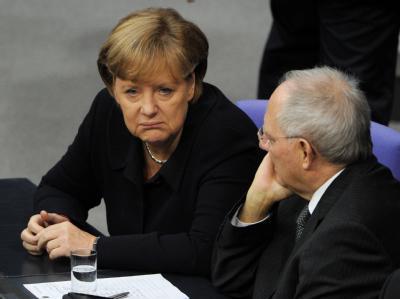 Bundeskanzlerin Angela Merkel und Bundesfinanzminister Wolfgang Schäuble am Freitag im Bundestag. Foto: Tim Brakemeier