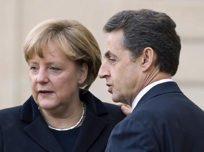 Treffen in Paris: Frankreichs Präsident Sarkozy und Kanzlerin Merkel bereiten den EU-Gipfel in der Frage der Euro-Schuldenkrise vor. Foto: Ian Langsdon