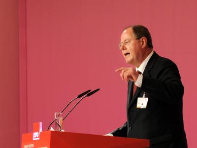 Peer Steinbrück spricht auf dem Bundesparteitag der SPD in Berlin. Foto: Tim Brakemeier