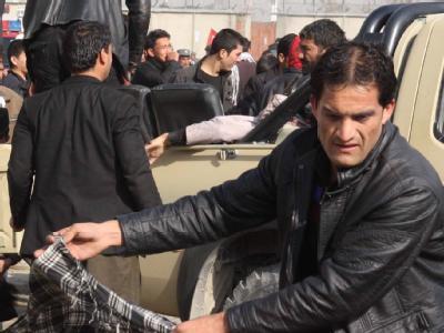 Inmitten Hunderter Schiiten, die in Kabul das Aschura-Fest feiern wollten, hat sich ein Attentäter in die Luft gesprengt. Foto: S. Sabawoon