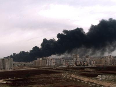 Die Stadt Homs hat sich zum Zentrum des syrischen Widerstands entwickelt - das Archivfoto vom 8.12.2011 zeigt den Brand einer Pipeline. Foto: Sana