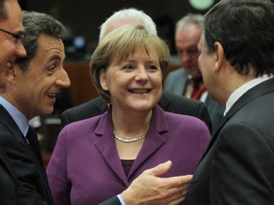 Nicolas Sarkozy, Angela Merkel und Jose Manuel Barroso sind sich einig: Der EU-Gipfel hat einen beispiellosen neuen Vertrag für mehr Haushaltsdisziplin vereinbart, den Großbritannien jedoch nicht mitträgt. Foto: Radek Pietruszka