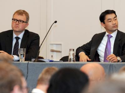 Der Bundesvorsitzende der FDP Philipp Rösler (r) und der Bundestagsabgeordnete der FDP und Initiator des Mitgliederentscheids Frank Schäffler. Foto: Franziska Kraufmann/Archiv