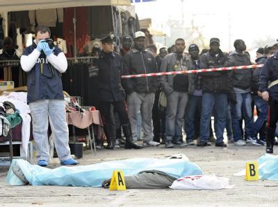 Die Leichen der Opfer in der Innenstadt von Florenz. Foto: Carlo Ferraro