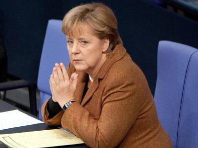 Bundeskanzlerin Merkel im Plenarsaal des Bundestages. Die Union hat in der Wählergunst leicht verloren. Foto: Sebastian Kahnert