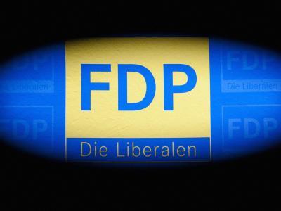 Das Logo der FDP im Thomas-Dehler-Haus in Berlin. Foto: Robert Schlesinger