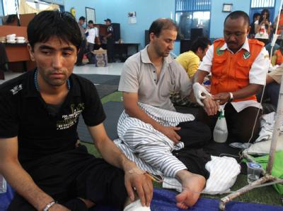 33 Menschen konnten von einem gesunkenen völlig überladenen Flüchtlingsboot vor der Küste Indonesiens gerettet werden. Foto: Fully Handoko