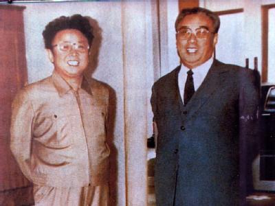 Die Begründer der Kim-Dynastie: Vater Kim Il Sung (r) und sein Sohn und Nachfolger Kim Sung Il. Foto: Yonhap