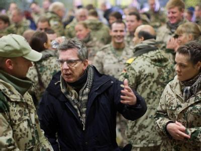 Im Feldlager der Bundeswehr im Gespräch mit den Soldaten. Foto: Michael Kappeler/Archiv