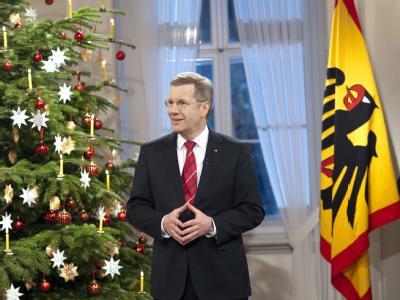 Bundespräsident Christian Wulff am 21.12.2010 im Schloss Bellevue in Berlin bei der Aufzeichnung der Weihnachtsansprache. Foto: Bundesregierung/Steffen Kugler