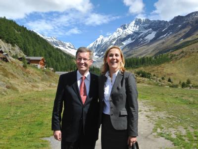 Bundespräsident Christian Wulff und Ehefrau Bettina. Foto: Rainer Jensen/Archiv