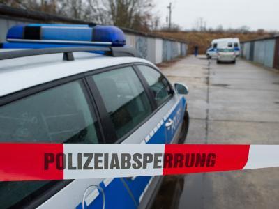Bei diesem Garagenkomplex in Potsdam wurde eine Babyleiche gefunden. Foto: Patrick Pleul