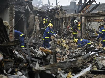 Explosion zerstört Mehrfamilienhaus