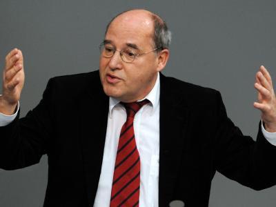 Linksfraktionschef Gysi will eine schnelle Vorentscheidung über die künftige Parteiführung. Foto: Tim Brakemeier