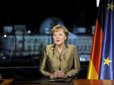 Bundeskanzlerin Merkel posiert nach der Aufzeichnung ihrer Neujahrsansprache im Kanzleramt für die Fotografen. Foto: Odd Andersen