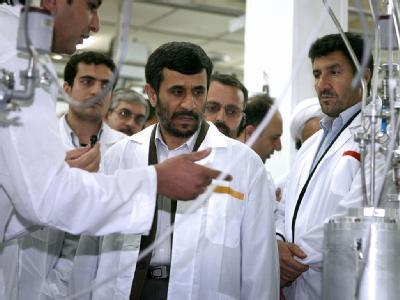 Der iranische Präsident Mahmud Ahmadinedschad besucht die Anlage zur Urananreicherung in Natans. Foto: ParsPix/Archivfoto