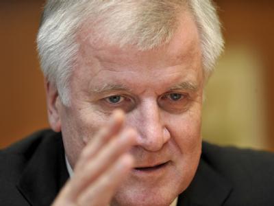 Bayerns Ministerpräsident Horst Seehofer (CSU) beurteilt den Sturz Stoibers heute als Fehler. Foto: Frank Leonhardt