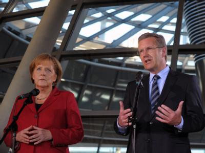 Bundeskanzlerin Angela Merkel und Bundespräsident Christian Wulff. Foto: Soeren Stache/Archiv