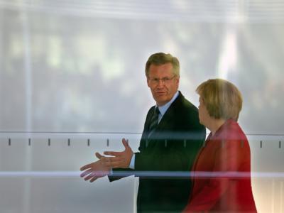 Bundeskanzlerin Angela Merkel und Bundespräsident Christian Wulff. Foto: Arno Burgi/Archiv