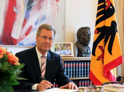 Bundespräsident Christian Wulff in seinem Arbeitszimmer im Schloss Bellevue. Foto: Wolfgang Kumm/Archiv