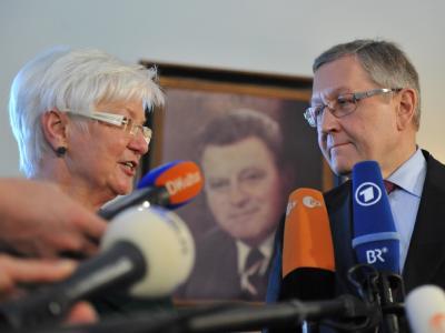 Die Vorsitzende der CSU-Landesgruppe im Deutschen Bundestag, Gerda Hasselfeldt, und EFSF-Geschäftsführer Klaus Regling in Wildbad Kreuth.