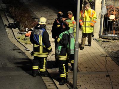 Ein Autofahrer hatte die Kontrolle über seinen Wagen verloren und war in eine Menschengruppe gerast. Foto: Boris Roessler