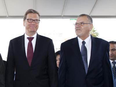Bundesaußenminister Guido Westerwelle wird inTripoolis vom libyschen Minister für Auswärtige Beziehungen, Aschur Bin Chajjal, empfangen. Foto: Thomas Trutschel/photothek.net