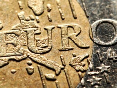 Der Euro war im Laufe des Tages zeitweise auf den tiefsten Stand seit September 2010 gefallen. Foto: Julian Stratenschulte
