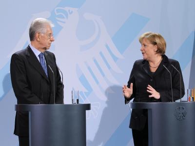 Bundeskanzlerin Merkel und Italiens Ministerpräsident Monti nach ihrem Treffen im Bundeskanzleramt in Berlin  Foto: Wolfgang Kumm