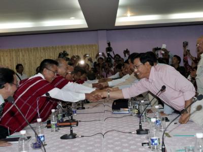 Seit fast 63 Jahren kämpfen die Karen in Birma gegen die Staatsmacht für Unabhängigkeit oder Autonomie. Jetzt unterzeichneten sie erstmals einen Waffenstillstand. Beide Seiten hoffen auf baldigen Frieden. Foto: Nyein Chan Naing