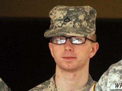 Der mutmaßliche Wikileaks-Informant Bradley Manning soll nach dem Willen der US-Militärstaatsanwaltschaft vor ein Kriegsgericht. Foto: Michael Reynolds/ Archiv
