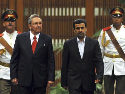 Raul Castro (l) empfängt Mahmud Ahmadinedschad in Havanna. Foto: Alejandro Ernesto