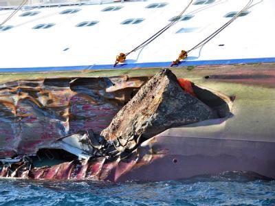 Das Kreuzfahrtschiffes «Costa Concordia» hat vor der italienischen Insel Giglio einen Felsen gerammt. Foto: Giglionews