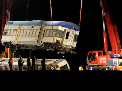 Auch heute geht die Bergung der verunglückten Zugwagen der Nord-Ostseebahn (NOB) weiter. Foto: Carsten Rehder