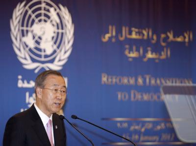 UN-Generalsekretär Ban Ki Moon hat bei einer Demokratiekonferenz in der libanesischen Hauptstadt Beirut Syriens Präsident Baschar al-Assad zu einem Ende der Gewalt aufgefordert. Foto: Nabil Mounzer