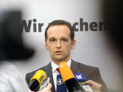 SPD-Landeschef Heiko Maas bei seiner Erklärung nach dem Sondierungsgespräch mit der CDU. Foto: Becker & Bredel