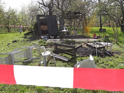Nach einem Streit zwischen einer Gruppe aus der rechten Szene und Migranten flüchteten fünf der Ausländer in die Gartenhütte, die daraufhin niedergebrannt wurde. Foto: Bernd Weissbrod