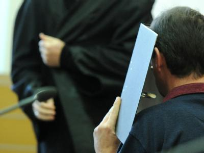 Der Angeklagte Andreas L. beim Prozessauftakt im Landgericht in Braunschweig: Er muss sich wegen sexuellen Missbrauchs in 280 Fällen verantworten. Foto: Julian Stratenschulte