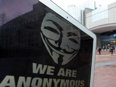 Ein Laptop mit dem Anonymous-Logo. Foto: Julien Warnand