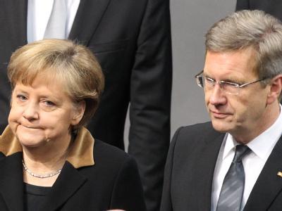 Steht weiterhin zu ihrem Bundespräsidenten: Bundeskanzlerin Angela Merkel und Christian Wulff. Foto: Wolfgang Kumm
