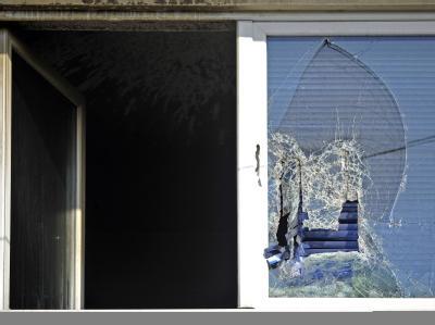 Ort des Geschehens: Ein Familienvater tötete zunächst seine Ehefrau und seine zwei Kinder - eher er dann Feuer legte und selbst starb.  Foto: Marius Becker