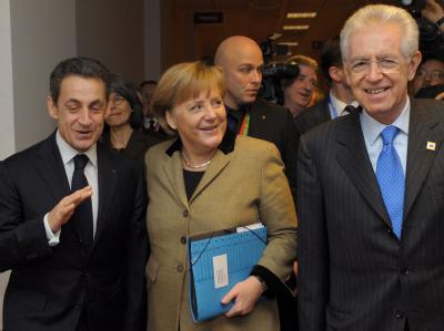 Nicolas Sarkozy, Angela Merkel und Mario Monti scheinen mit dem Gipfelergebnis zufrieden zu sein. Foto: Philippe Wojazer