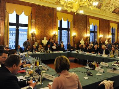Bürgerschaftsausschuss zum Tod von Chantal: Die Behörde hat schwere Fehler des Jugendamtes eingeräumt. Foto: Angelika Warmuth
