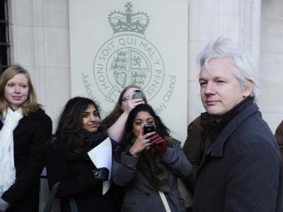 Wikileaks-Gründer Julian Assange trifft vor dem  Supreme Court in London ein. Foto: Facundo Arrizabalaga